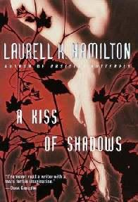 Um Beijo das Sombras (A Kiss Of Shadows) - Laurell K Hamilton